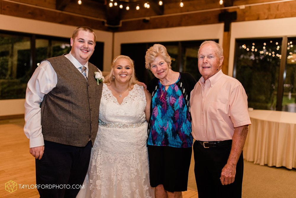 kearsten-alex-trame-watersedge-wedding-venue-rainy-day-columbus-hilliard-ohio-wedding-photographer-taylor-ford-photography_0294.jpg