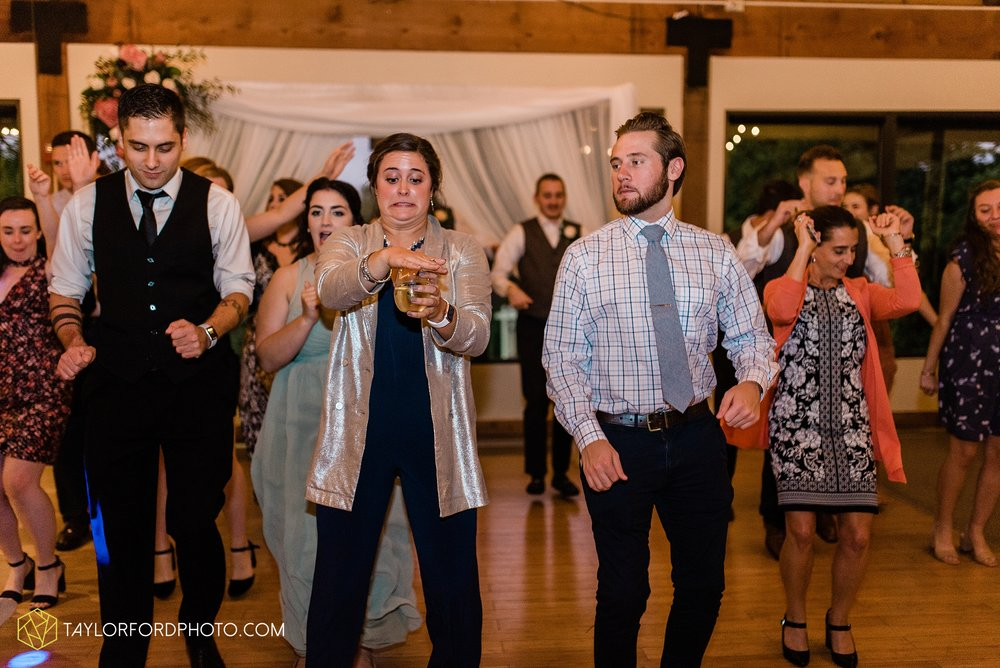 kearsten-alex-trame-watersedge-wedding-venue-rainy-day-columbus-hilliard-ohio-wedding-photographer-taylor-ford-photography_0295.jpg