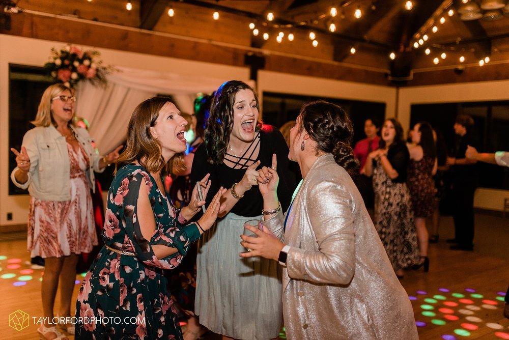 kearsten-alex-trame-watersedge-wedding-venue-rainy-day-columbus-hilliard-ohio-wedding-photographer-taylor-ford-photography_0304.jpg