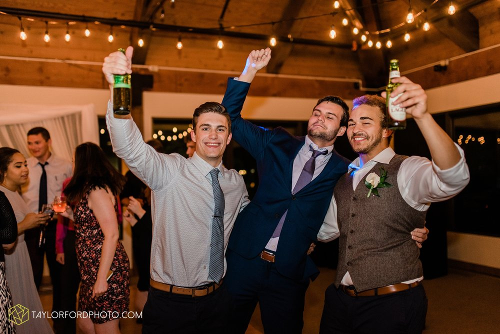 kearsten-alex-trame-watersedge-wedding-venue-rainy-day-columbus-hilliard-ohio-wedding-photographer-taylor-ford-photography_0305.jpg