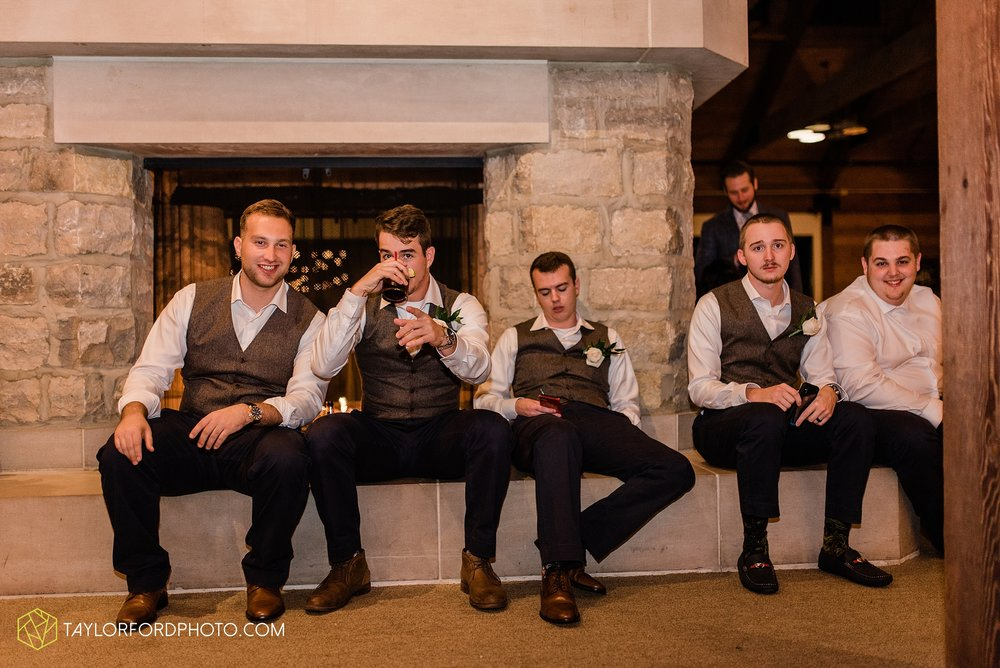 kearsten-alex-trame-watersedge-wedding-venue-rainy-day-columbus-hilliard-ohio-wedding-photographer-taylor-ford-photography_0307.jpg
