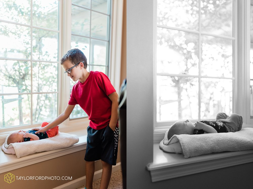 fort-wayne-indiand-newborn-lifestyle-family-at-home-photographer-taylor-ford-photography_0314.jpg