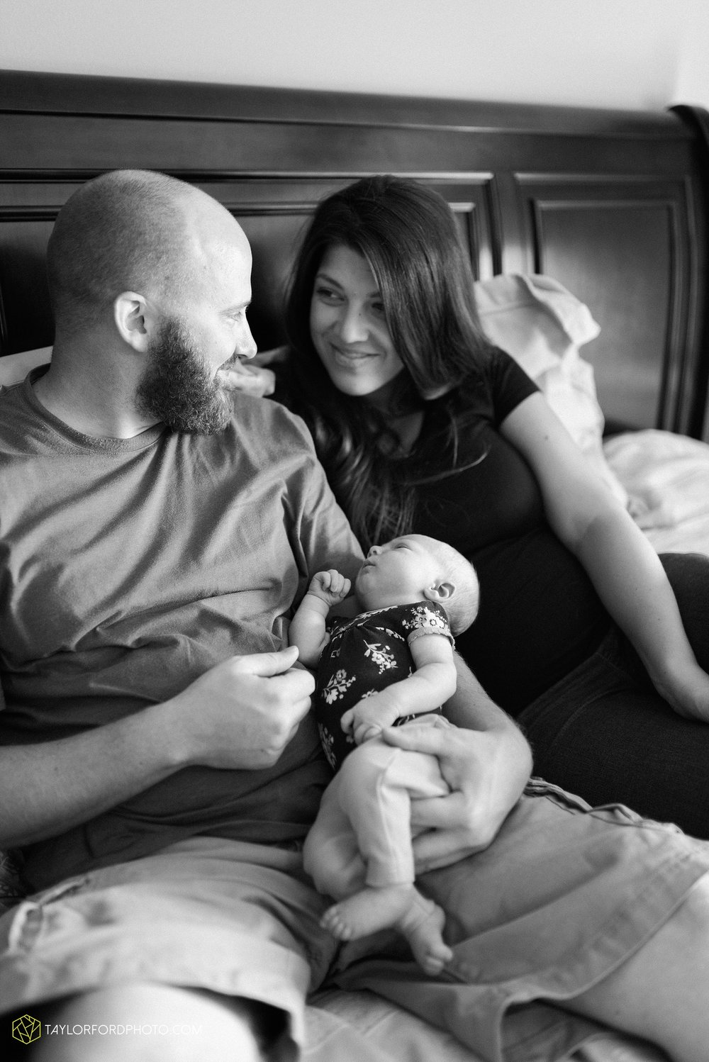 fort-wayne-indiand-newborn-lifestyle-family-at-home-photographer-taylor-ford-photography_0318.jpg