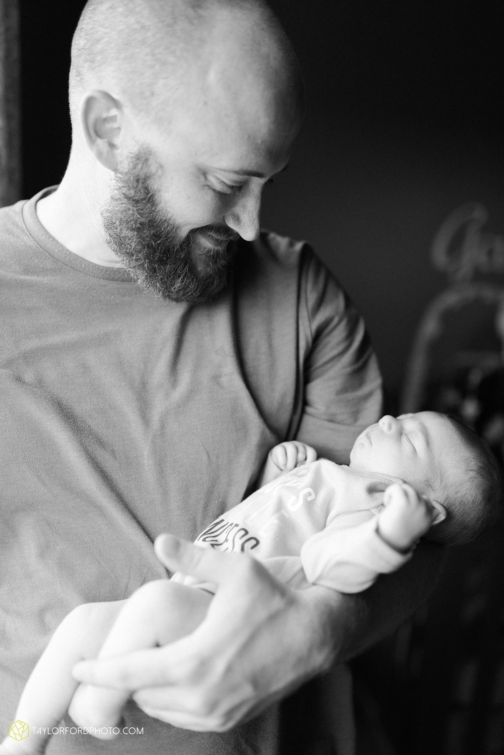fort-wayne-indiand-newborn-lifestyle-family-at-home-photographer-taylor-ford-photography_0326.jpg