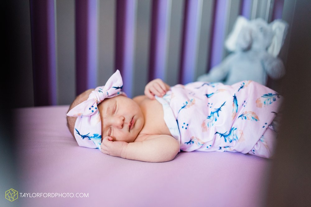 fort-wayne-indiand-newborn-lifestyle-family-at-home-photographer-taylor-ford-photography_0330.jpg