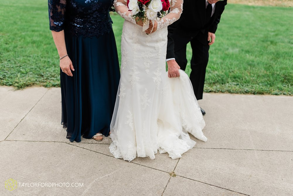 gayle-rayman-mike-steele-ottoville-ohio-wedding-immaculate-conception-parish-center-wedding-sycamore-lake-winery-wannamachers-photographer-taylor-ford-photography_0383.jpg