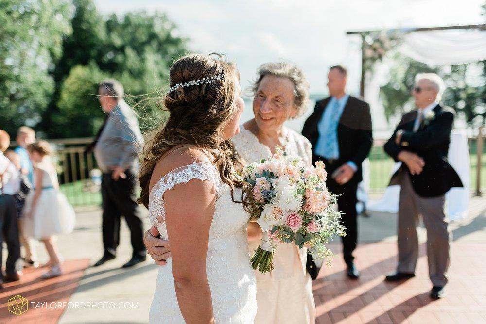 brook-loren-pokagon-state-park-angola-indiana-potowatomi-inn-wedding-fall-lake-james-photographer-taylor-ford-photography_0527.jpg