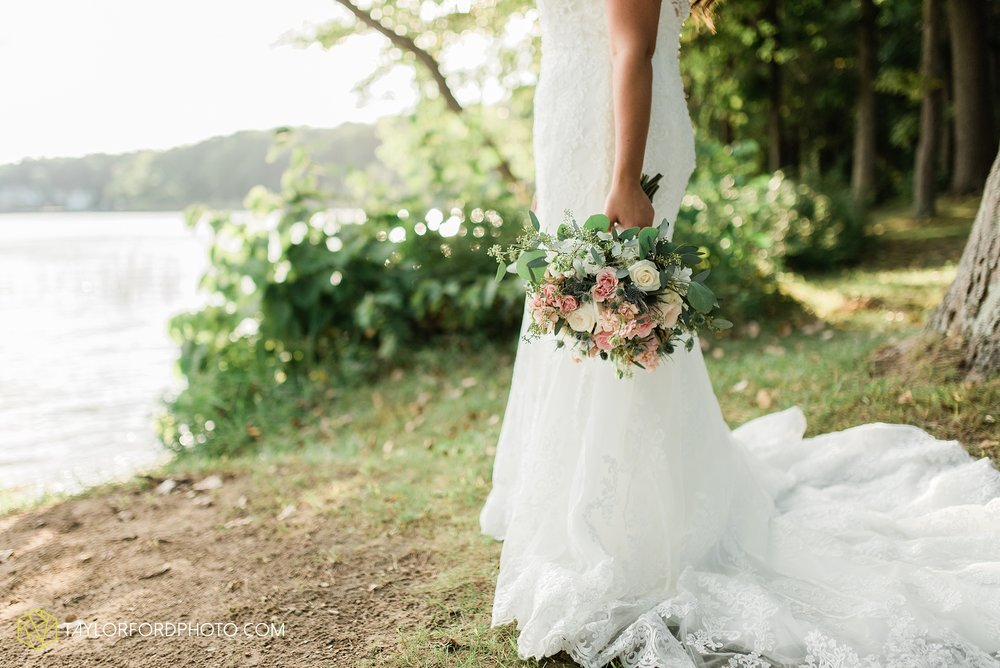 brook-loren-pokagon-state-park-angola-indiana-potowatomi-inn-wedding-fall-lake-james-photographer-taylor-ford-photography_0540.jpg