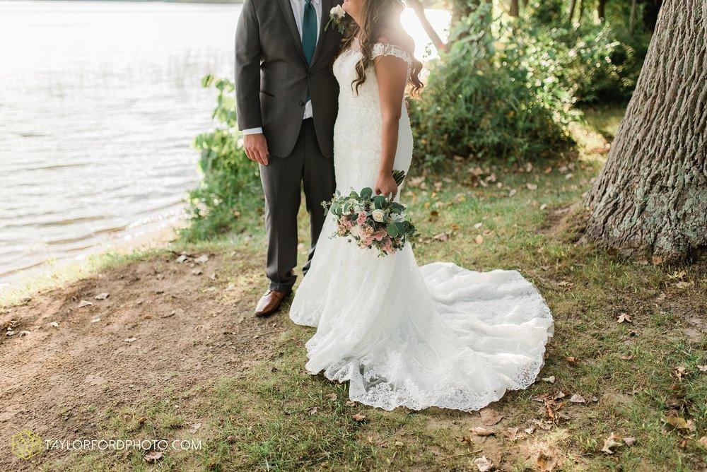 brook-loren-pokagon-state-park-angola-indiana-potowatomi-inn-wedding-fall-lake-james-photographer-taylor-ford-photography_0541.jpg