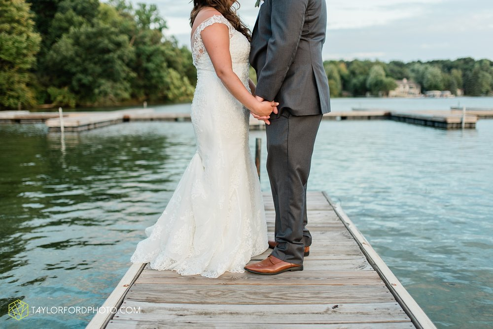 brook-loren-pokagon-state-park-angola-indiana-potowatomi-inn-wedding-fall-lake-james-photographer-taylor-ford-photography_0562.jpg