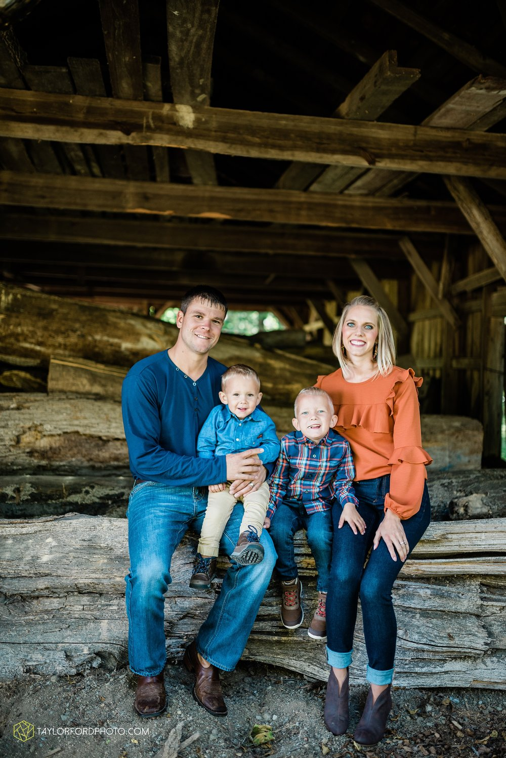 delphos-fort-jennings-ohio-at-home-lifestyle-farm-extended-family-photographer-taylor-ford-photography_0736.jpg