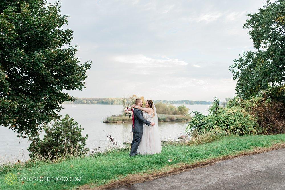 perrysburg-ohio-wedding-parkway-place-walbridge-park-toledo-ohio-maumee-ohio-photographer-taylor-ford-photography_0803.jpg