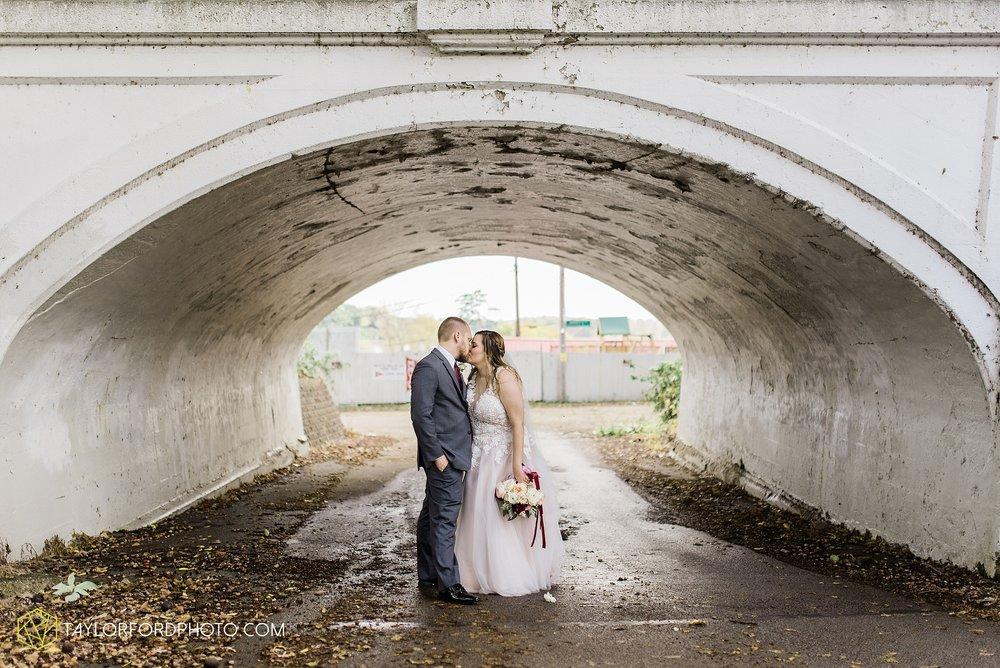perrysburg-ohio-wedding-parkway-place-walbridge-park-toledo-ohio-maumee-ohio-photographer-taylor-ford-photography_0809.jpg