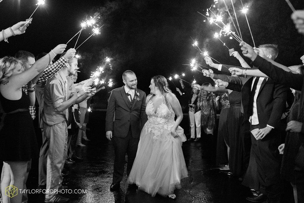 perrysburg-ohio-wedding-parkway-place-walbridge-park-toledo-ohio-maumee-ohio-photographer-taylor-ford-photography_0834.jpg