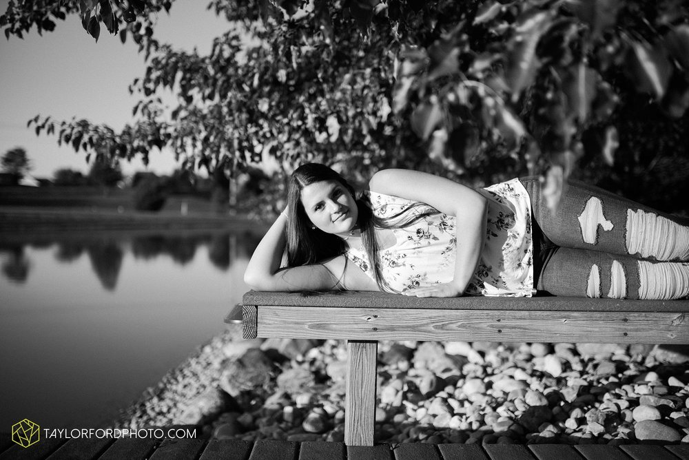 downtown-fort-wayne-indiana-senior-carroll-high-school-photographer-taylor-ford-photography_0756.jpg