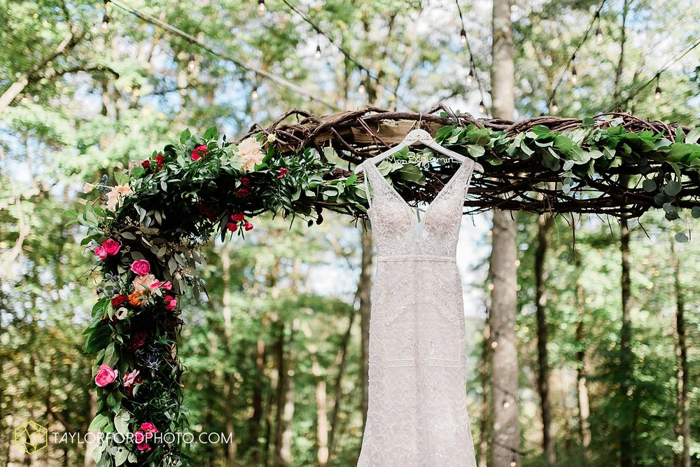 lexi-aric-benjamin-mohican-state-park-the-grand-barn-event-center-treehouse-wedding-cleveland-columbus-northeast-ohio-chicago-couple-wedding-photographer-taylor-ford-photography_5170.jpg