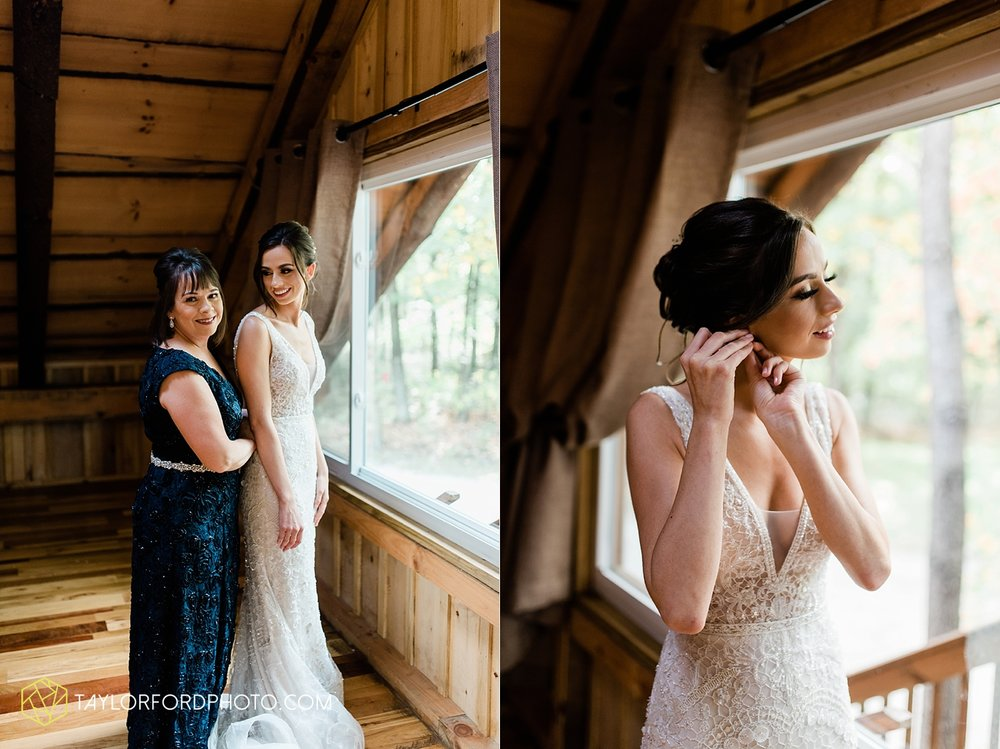 lexi-aric-benjamin-mohican-state-park-the-grand-barn-event-center-treehouse-wedding-cleveland-columbus-northeast-ohio-chicago-couple-wedding-photographer-taylor-ford-photography_5176.jpg
