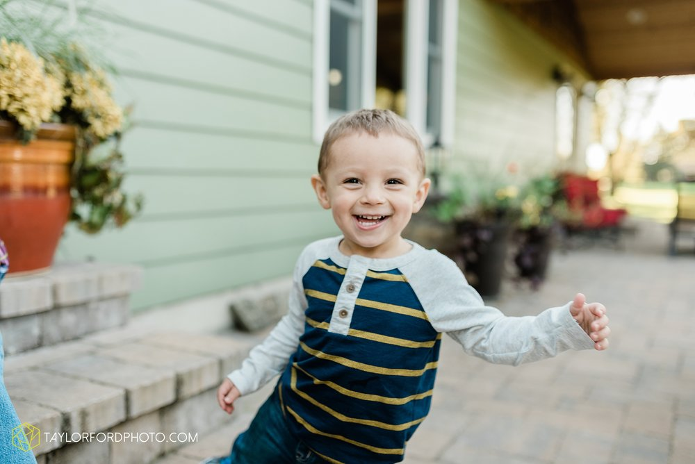 northwest-van-wert-ohio-backyard-at-home-outdoor-natural-light-stollerfamily-photographer-taylor-ford-photography_1231.jpg