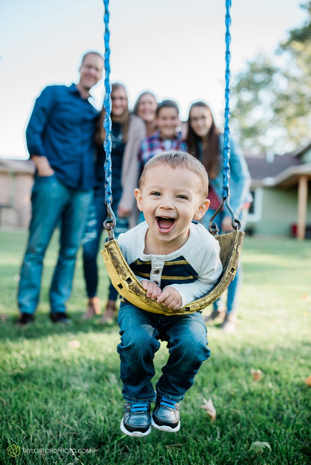 northwest-van-wert-ohio-backyard-at-home-outdoor-natural-light-stollerfamily-photographer-taylor-ford-photography_1233.jpg