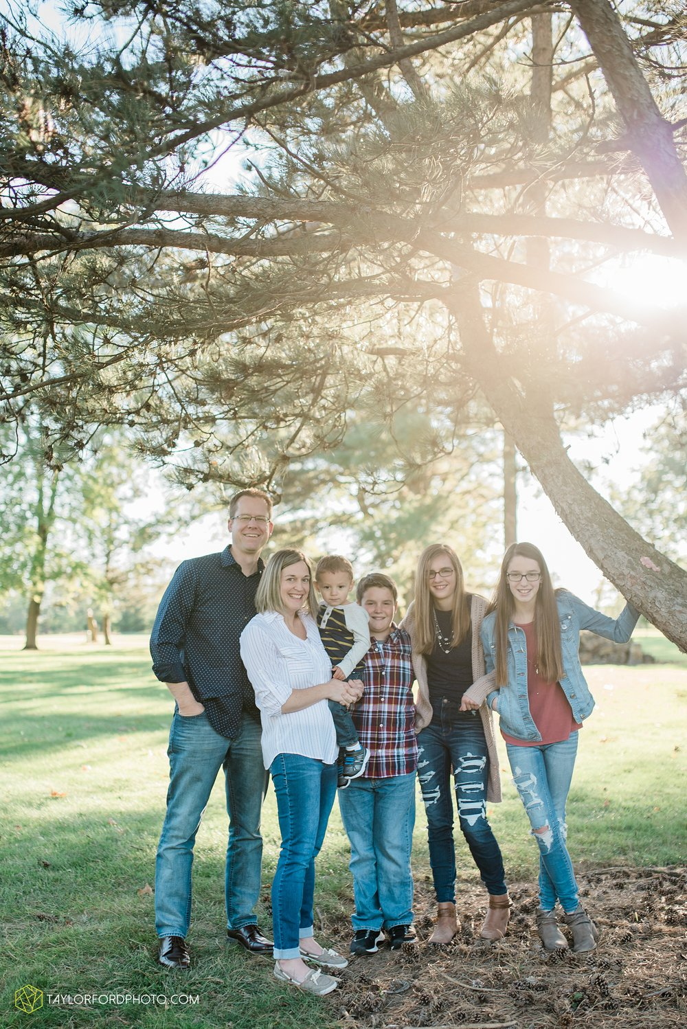 northwest-van-wert-ohio-backyard-at-home-outdoor-natural-light-stollerfamily-photographer-taylor-ford-photography_1239.jpg