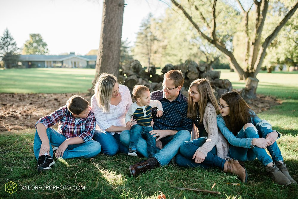 northwest-van-wert-ohio-backyard-at-home-outdoor-natural-light-stollerfamily-photographer-taylor-ford-photography_1240.jpg