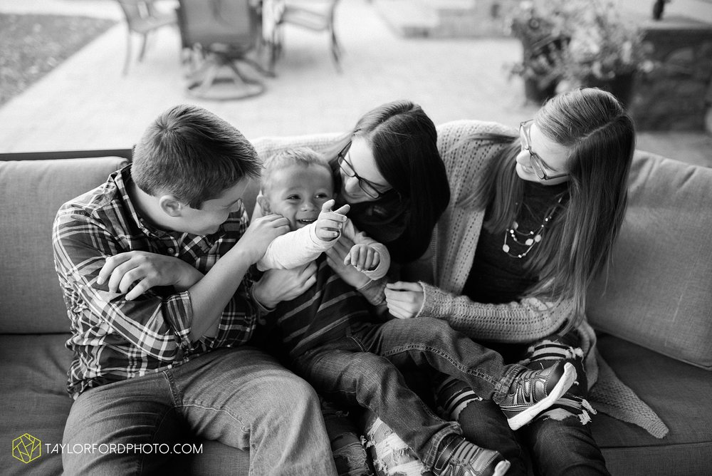 northwest-van-wert-ohio-backyard-at-home-outdoor-natural-light-stollerfamily-photographer-taylor-ford-photography_1243.jpg