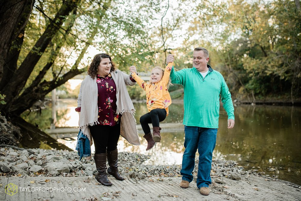 hogan-northeast-fort-wayne-indiana-family-fall-photographer-taylor-ford-photography_1379.jpg