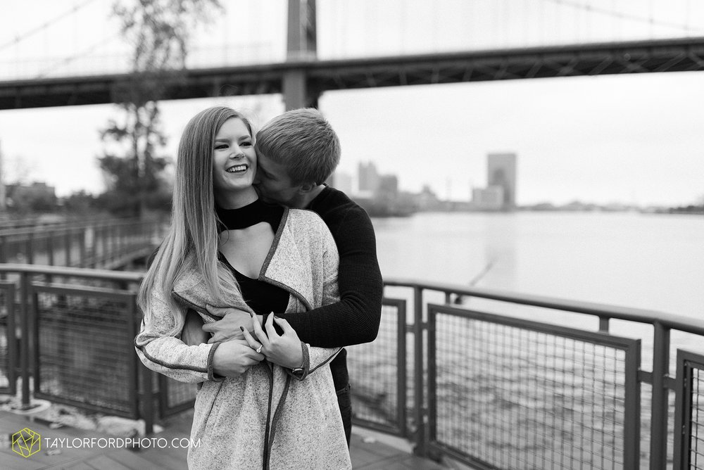 joce-chris-downtown-toledo-museum-of-art-engagement-fall-photographer-taylor-ford-photography_1494.jpg