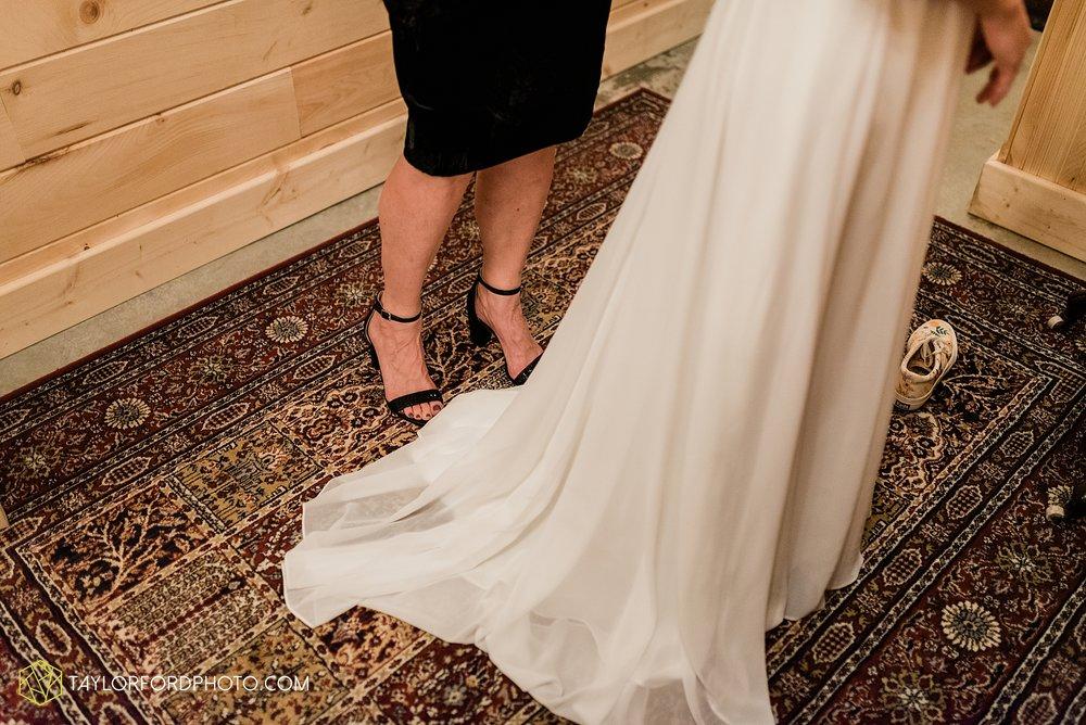 marissa-nicole-nick-daeger-orrmont-estate-farm-wedding-piqua-dayton-troy-ohio-fall-photographer-taylor-ford-photography_1505.jpg