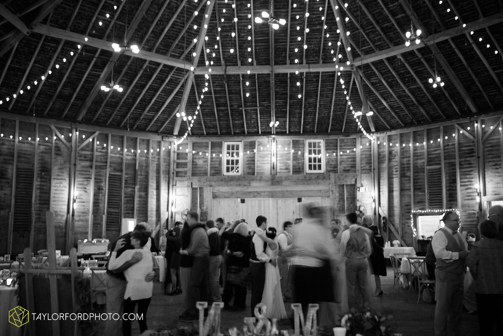 marissa-nicole-nick-daeger-orrmont-estate-farm-wedding-piqua-dayton-troy-ohio-fall-photographer-taylor-ford-photography_1573.jpg