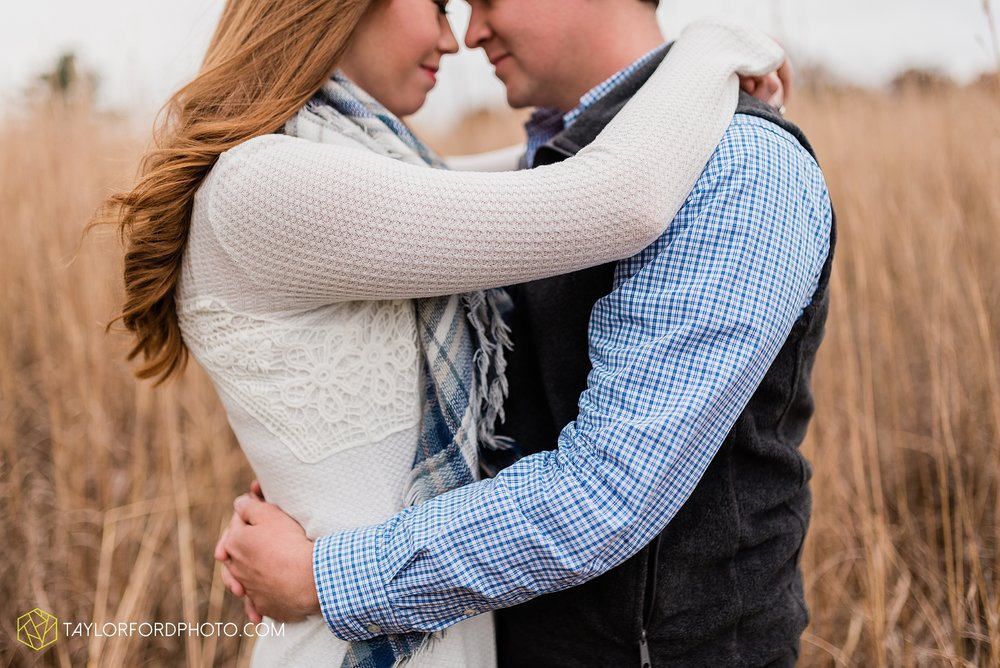 becca-connor-bonnell-fort-wayne-indiana-couples-mini-session-salomon-farm-fall-october-photographer-taylor-ford-photography_1633.jpg