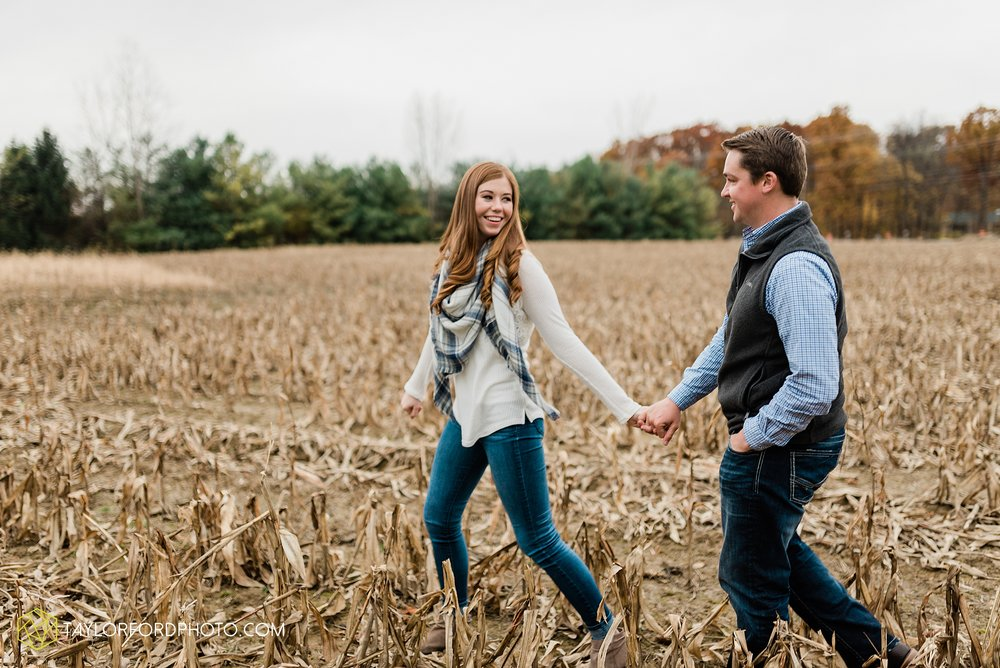 becca-connor-bonnell-fort-wayne-indiana-couples-mini-session-salomon-farm-fall-october-photographer-taylor-ford-photography_1638.jpg