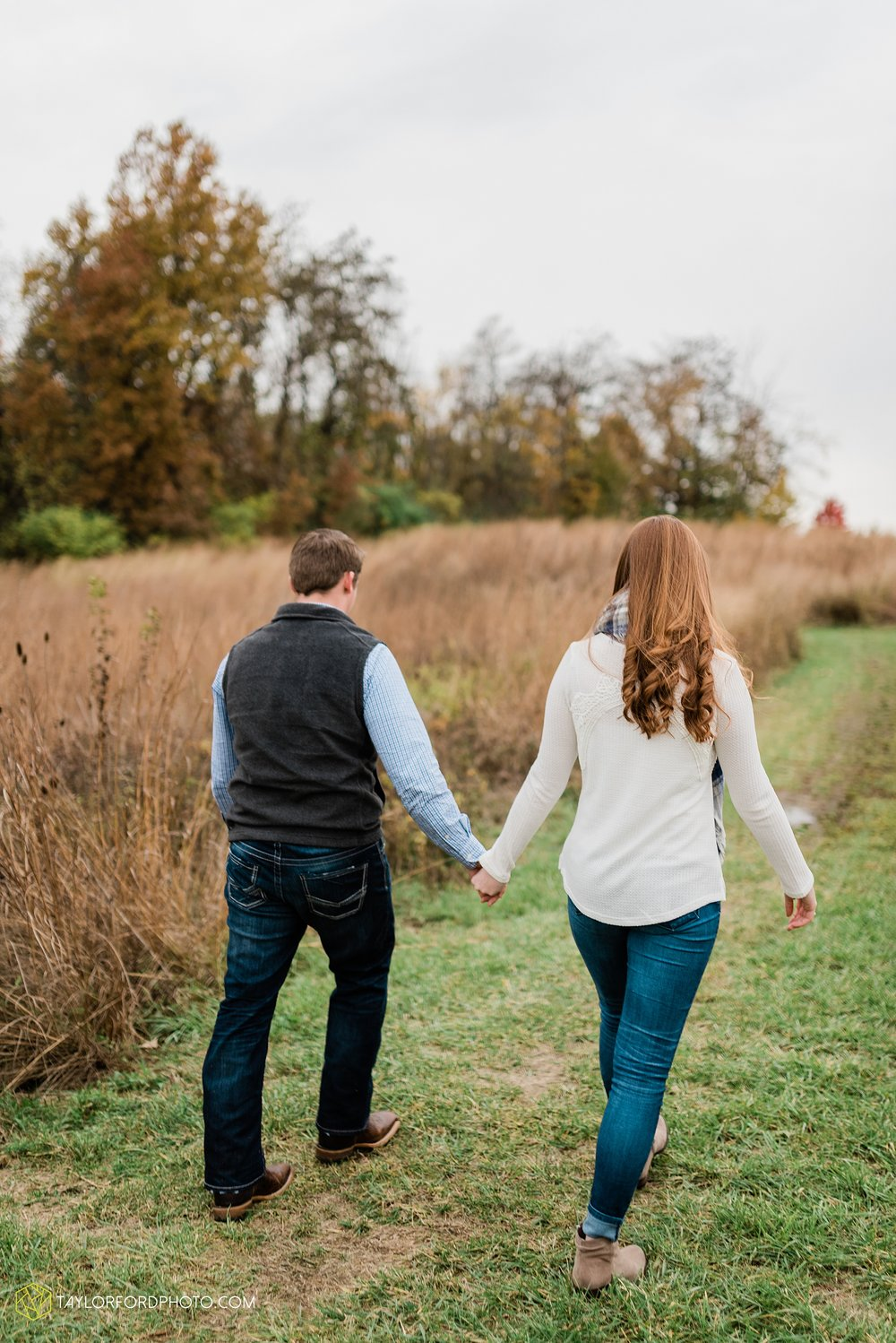 becca-connor-bonnell-fort-wayne-indiana-couples-mini-session-salomon-farm-fall-october-photographer-taylor-ford-photography_1637.jpg