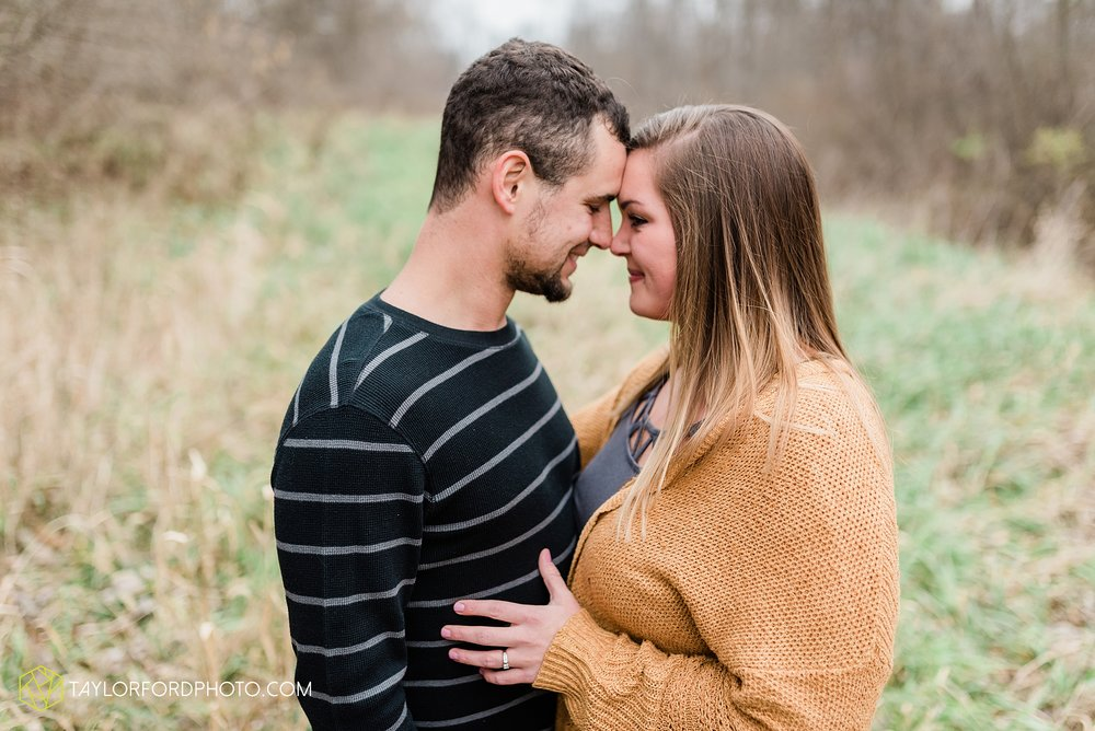 carol-hollis-taylor-fulk-columbia-city-marion-churubusco-indiana-engagement-farm-fall-woods-session-photographer-taylor-ford-hirschy-photographer_1690.jpg