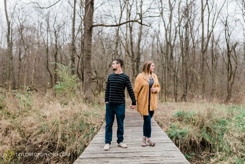 carol-hollis-taylor-fulk-columbia-city-marion-churubusco-indiana-engagement-farm-fall-woods-session-photographer-taylor-ford-hirschy-photographer_1692.jpg