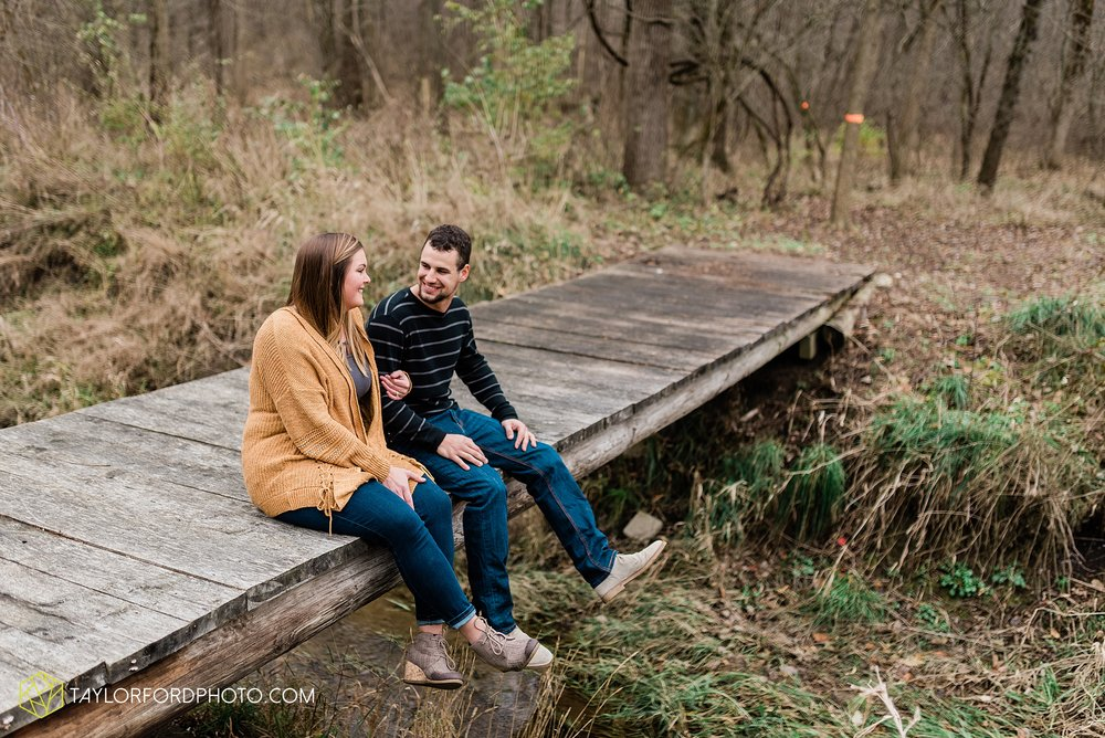 carol-hollis-taylor-fulk-columbia-city-marion-churubusco-indiana-engagement-farm-fall-woods-session-photographer-taylor-ford-hirschy-photographer_1693.jpg