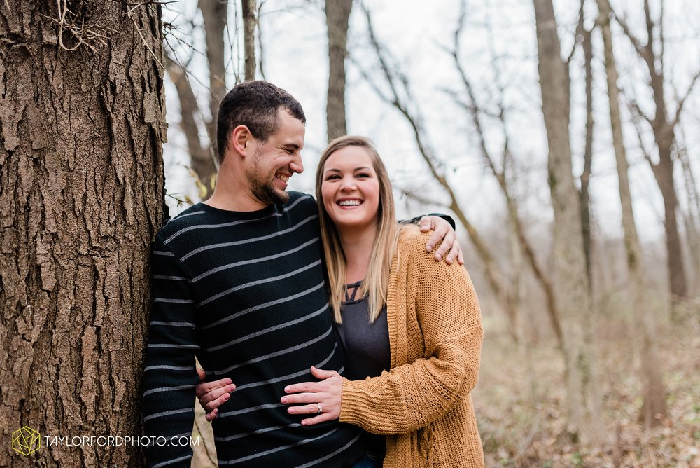 carol-hollis-taylor-fulk-columbia-city-marion-churubusco-indiana-engagement-farm-fall-woods-session-photographer-taylor-ford-hirschy-photographer_1696.jpg