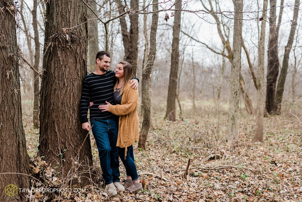 carol-hollis-taylor-fulk-columbia-city-marion-churubusco-indiana-engagement-farm-fall-woods-session-photographer-taylor-ford-hirschy-photographer_1695.jpg