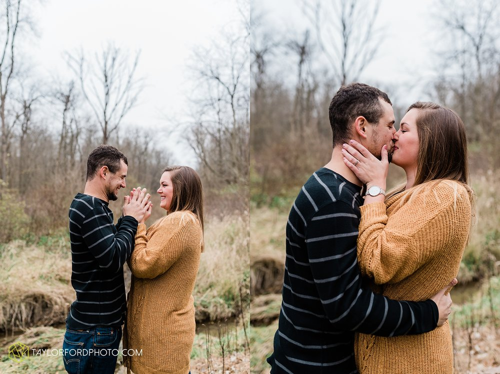 carol-hollis-taylor-fulk-columbia-city-marion-churubusco-indiana-engagement-farm-fall-woods-session-photographer-taylor-ford-hirschy-photographer_1699.jpg