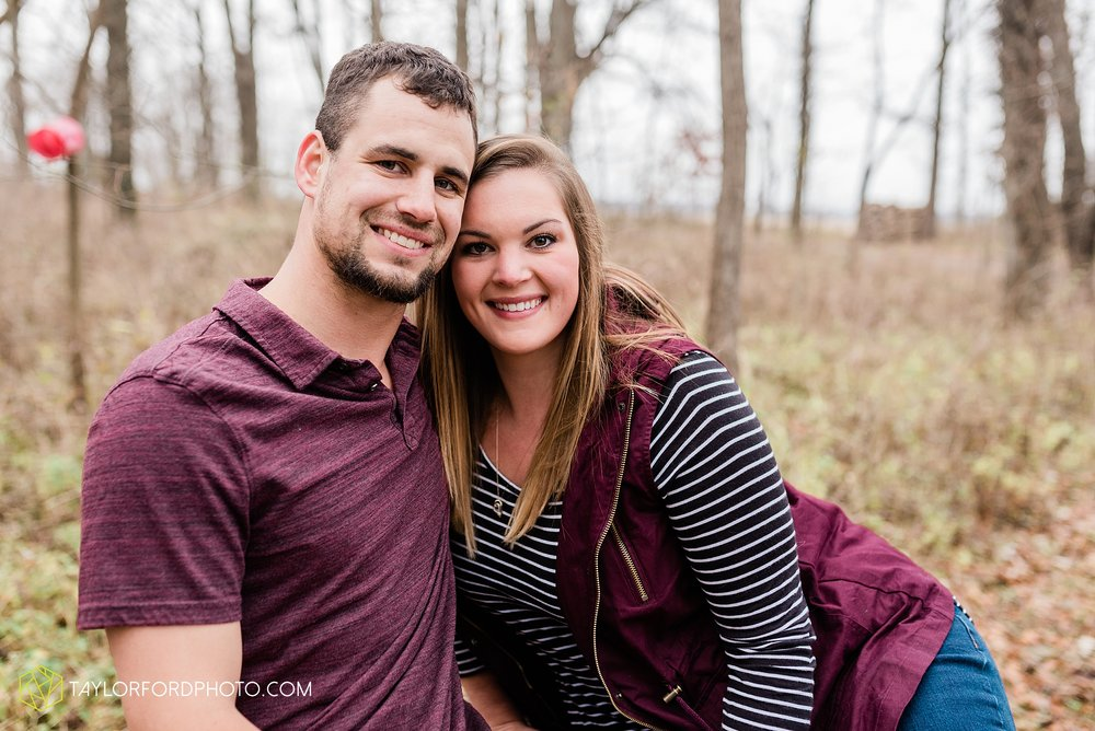 carol-hollis-taylor-fulk-columbia-city-marion-churubusco-indiana-engagement-farm-fall-woods-session-photographer-taylor-ford-hirschy-photographer_1704.jpg