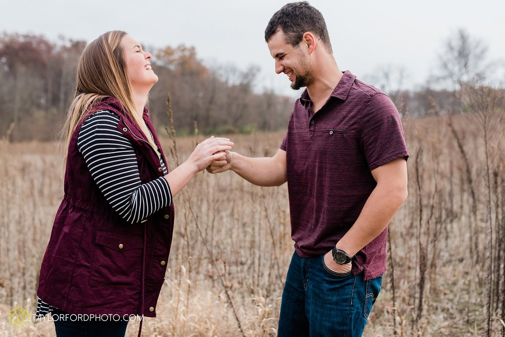 carol-hollis-taylor-fulk-columbia-city-marion-churubusco-indiana-engagement-farm-fall-woods-session-photographer-taylor-ford-hirschy-photographer_1706.jpg