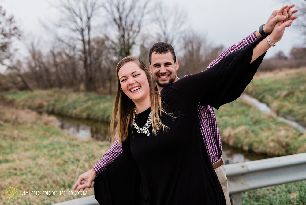 carol-hollis-taylor-fulk-columbia-city-marion-churubusco-indiana-engagement-farm-fall-woods-session-photographer-taylor-ford-hirschy-photographer_1712.jpg