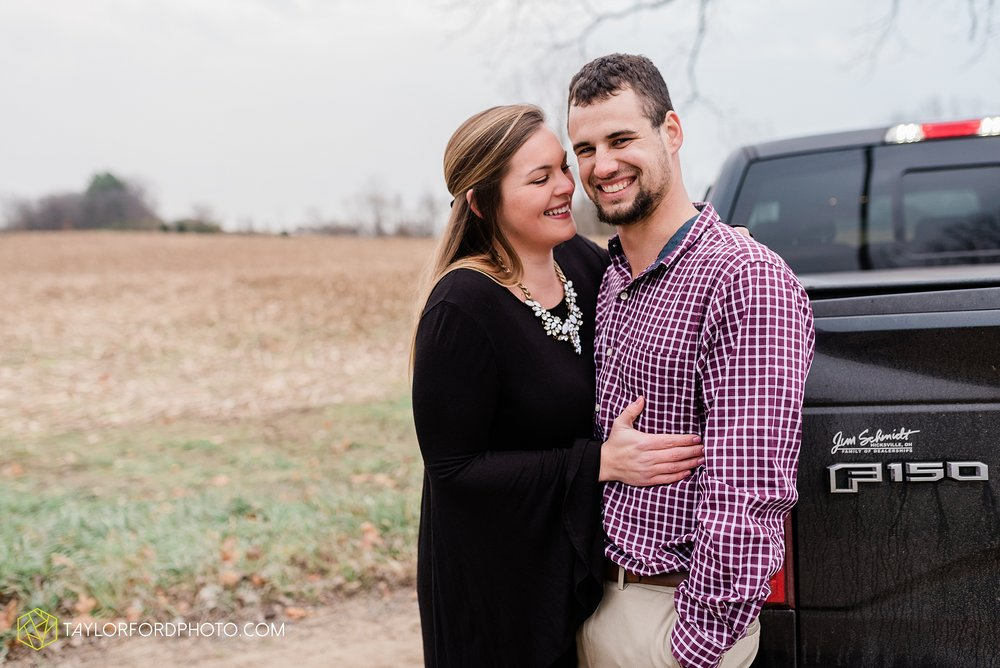 carol-hollis-taylor-fulk-columbia-city-marion-churubusco-indiana-engagement-farm-fall-woods-session-photographer-taylor-ford-hirschy-photographer_1713.jpg