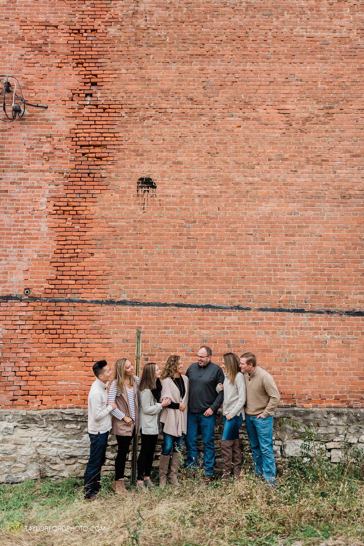 downtown-van-wert-ohio-fall-family-photographer-taylor-ford-hirschy-photographer_1641.jpg