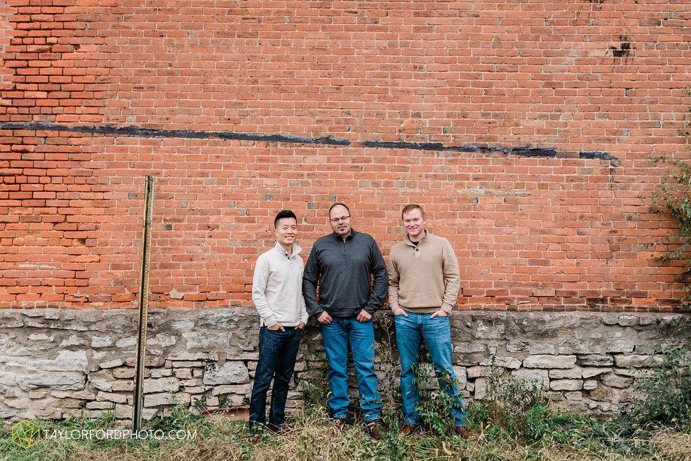 downtown-van-wert-ohio-fall-family-photographer-taylor-ford-hirschy-photographer_1658.jpg