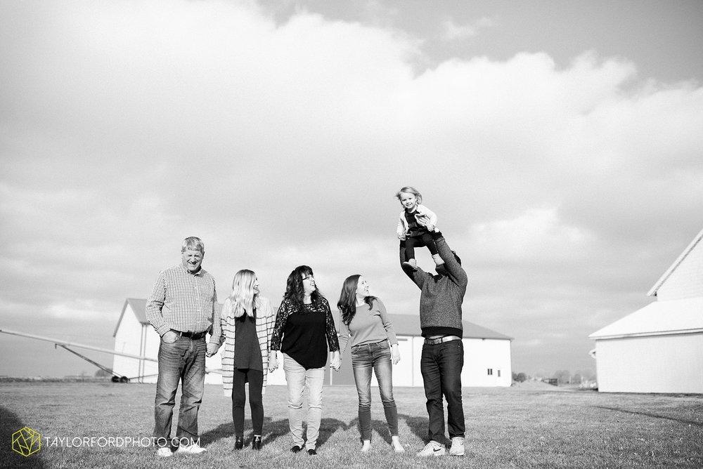fortney-matthews-extended-family-van-wert-ohio-at-home-family-farm-photography-taylor-ford-hirschy-photographer_2032.jpg