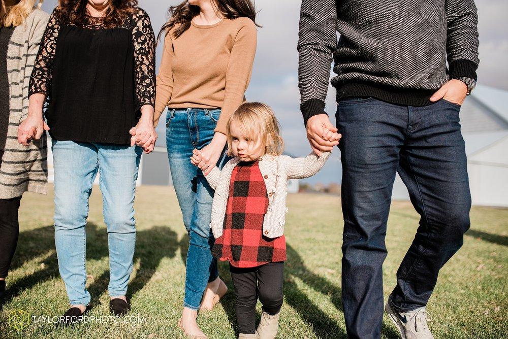 fortney-matthews-extended-family-van-wert-ohio-at-home-family-farm-photography-taylor-ford-hirschy-photographer_2033.jpg