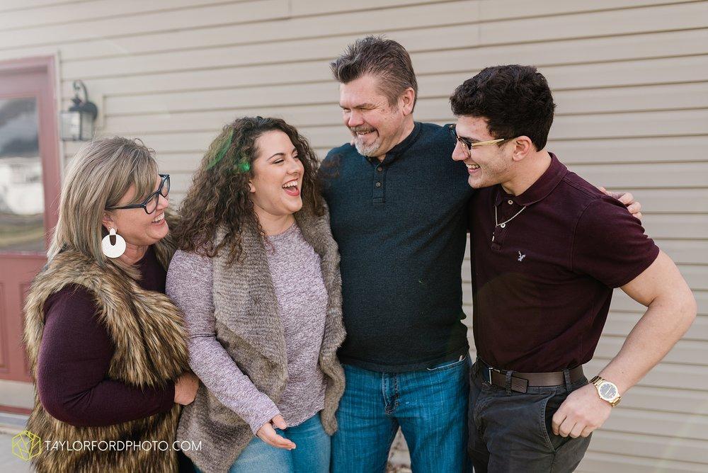 fortney-matthews-extended-family-van-wert-ohio-at-home-family-farm-photography-taylor-ford-hirschy-photographer_2043.jpg