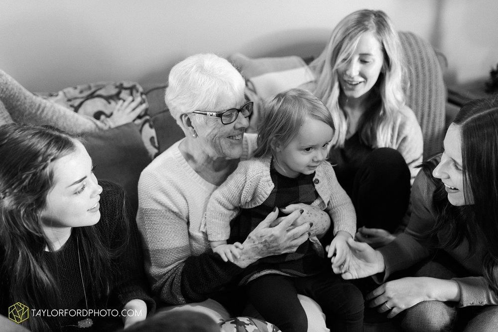 fortney-matthews-extended-family-van-wert-ohio-at-home-family-farm-photography-taylor-ford-hirschy-photographer_2045.jpg