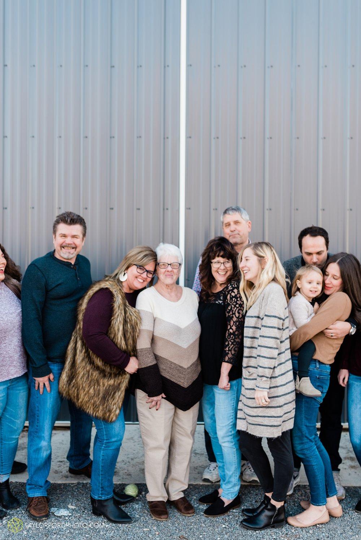 fortney-matthews-extended-family-van-wert-ohio-at-home-family-farm-photography-taylor-ford-hirschy-photographer_2054.jpg